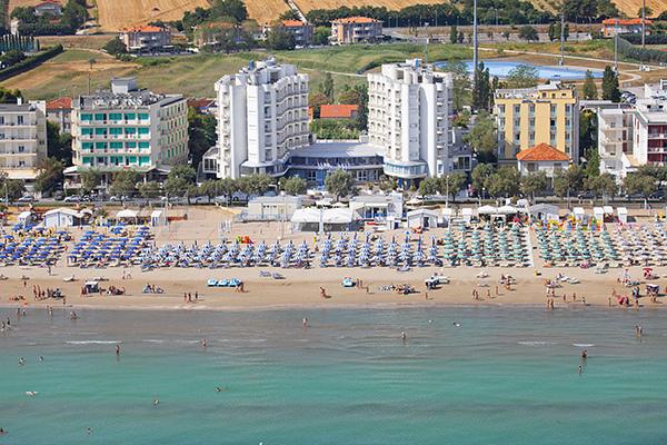 Fronte mare, spiaggia inclusa