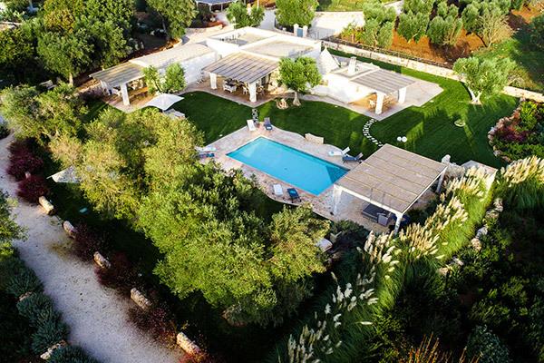 Caratteristico trullo con piscina, tra tradizione e stile moderno