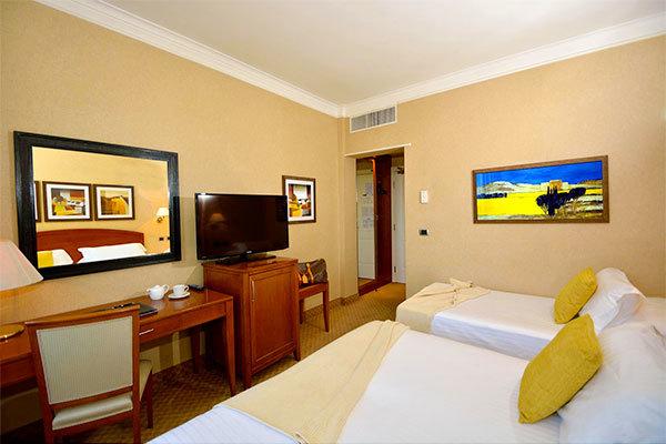 Hotel 3* a 1 km dal centro di Roma