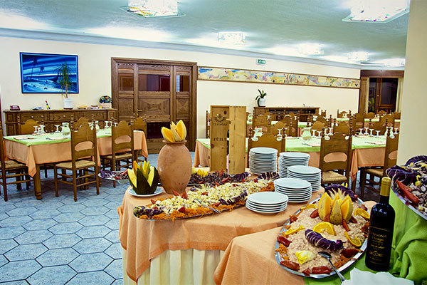 Gestione familiare, ottima cucina, a 300 metri dal mare