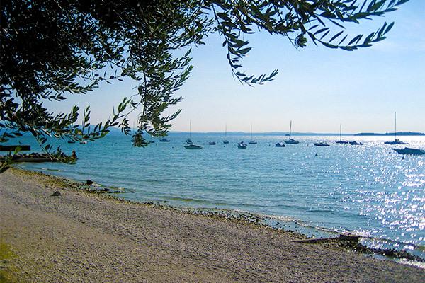Camping 4* direttamente sul lago, con miniclub