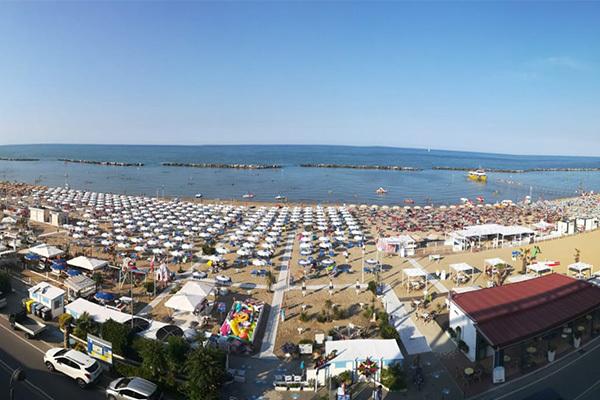 tradizionale ospitalità romagnola a 20 metri dal mare