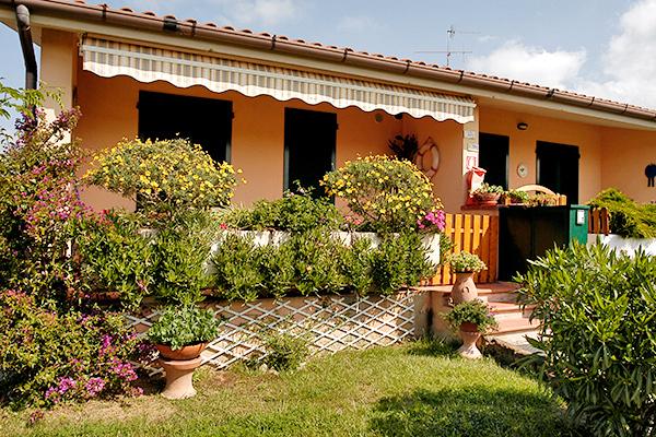 Appartamenti in villaggio a 400 metri dal mare
