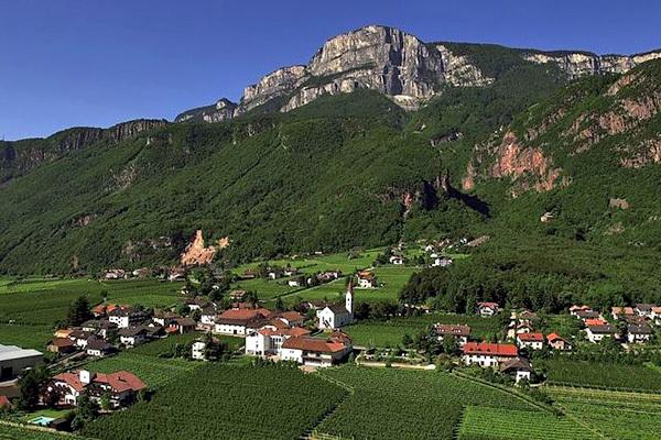 Stile alpino, con degustazione di vini