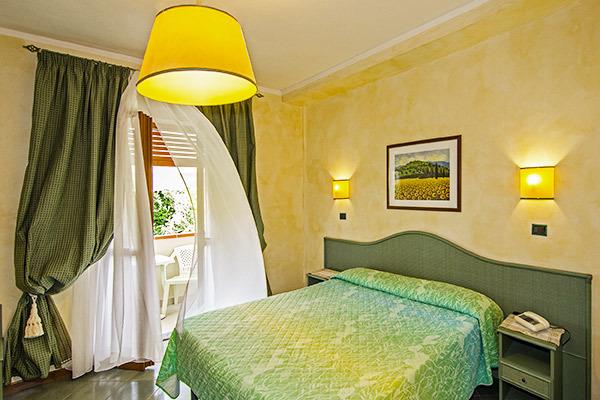 elegante hotel immerso nel verde