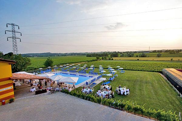Agriturismo con piscina e degustazione di vini