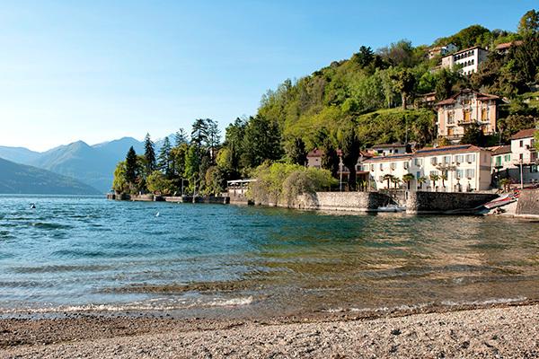 In villa del XVIII secolo, fronte lago