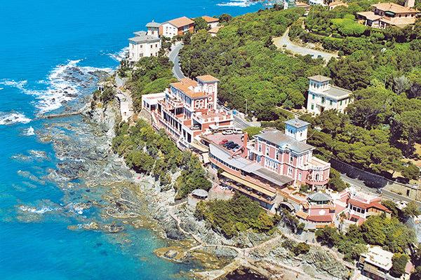 Atmosfera d'epoca sulla Riviera degli Etruschi