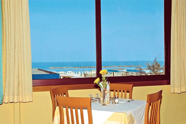 Bagno Mediterraneo Lido Di Savio : Italien adria hotel mediterraneo u lido di savio aldi reisen