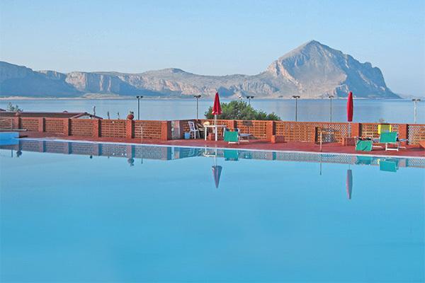 Direttamente sul mare, piscina inclusa
