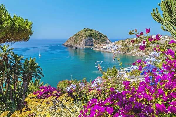 Immerso nel fascino della macchia mediterranea