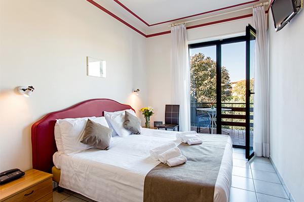 Hotel 3* a ridosso del Lago di Garda e dalla Riserva naturale della Rocca