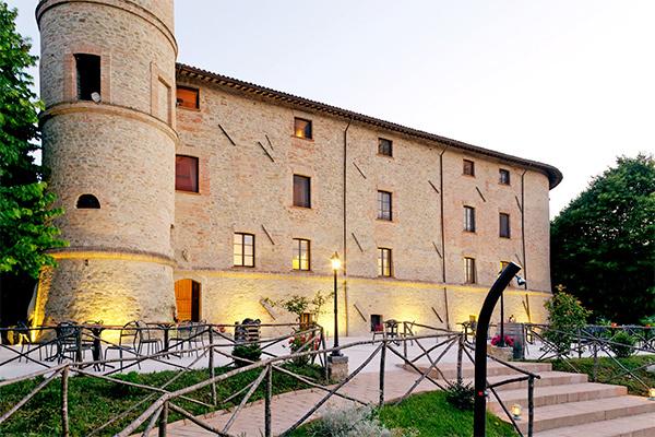 Castello trecentesco 4* nella lussureggiante cornice delle vallate umbre