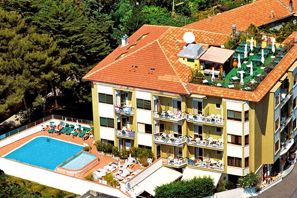 Hotel 3* a 50 metri dal mare