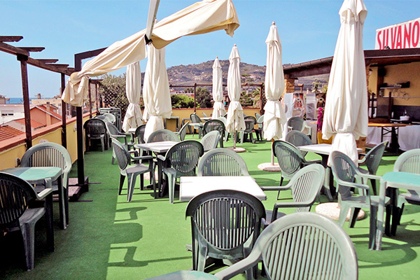 Hotel 3* semplice ed essenziale, a 50 metri dal mare