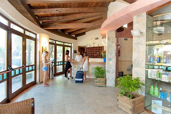 Villaggio 3* ideale per famiglie a 100 metri dal mare