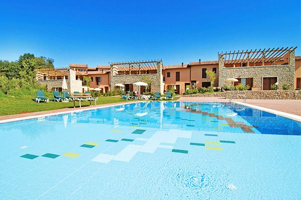 Resort immerso nelle colline gardesane
