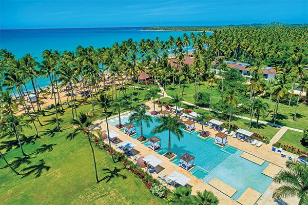 Design contemporaneo e spiaggia paradisiaca