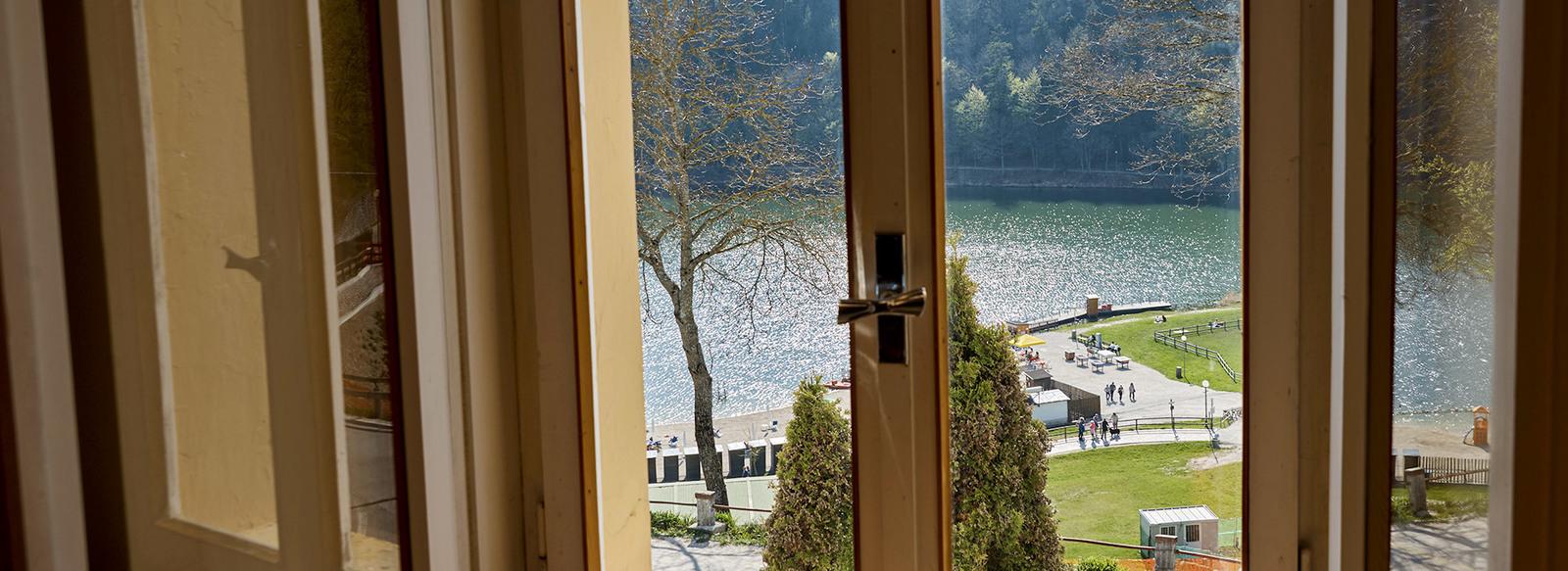 In posizione panoramica sul Lago di Lavarone