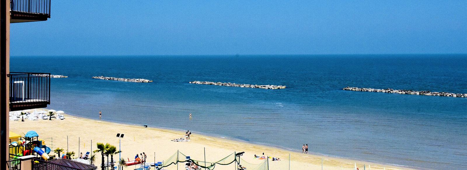 Direttamente sul mare, con servizio spiaggia