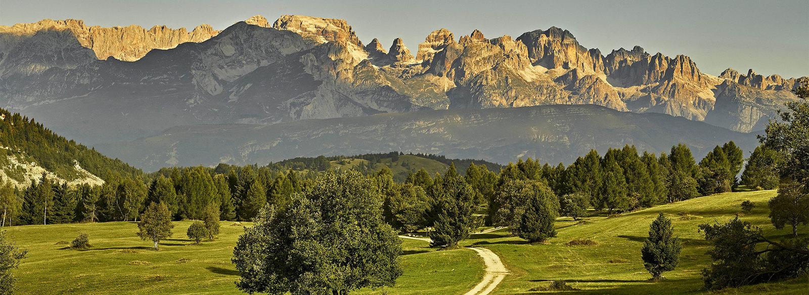 Vista incantevole sulle Dolomiti di Brenta