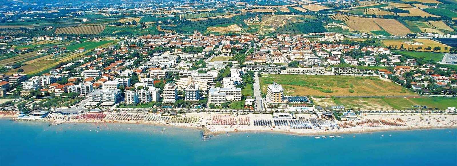 Con spiaggia privata, fronte mare