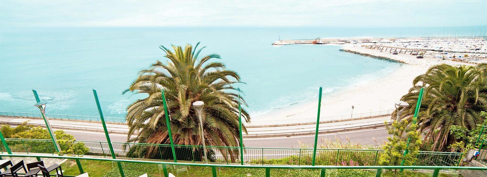 Direttamente sul mare, sulla Riviera delle Palme