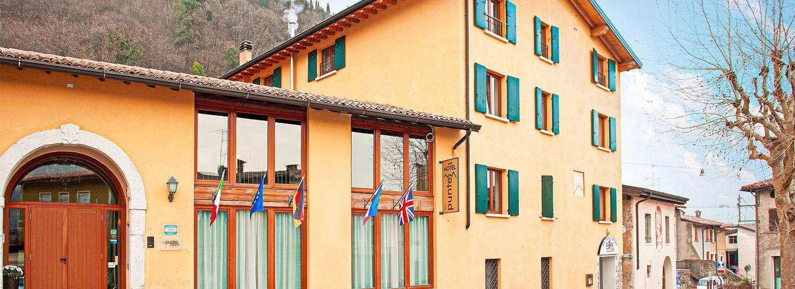 Hotel 3* immerso nel verde delle colline circostanti il Lago di Garda
