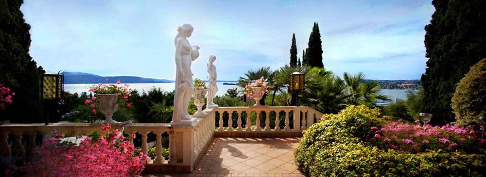In eleganti ville 4* sul Lago di Garda