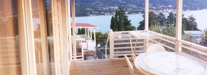 Fronte lago, con piscina panoramica