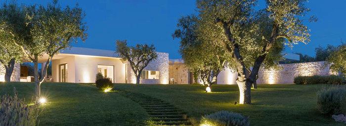 Moderna villa con 2 trulli