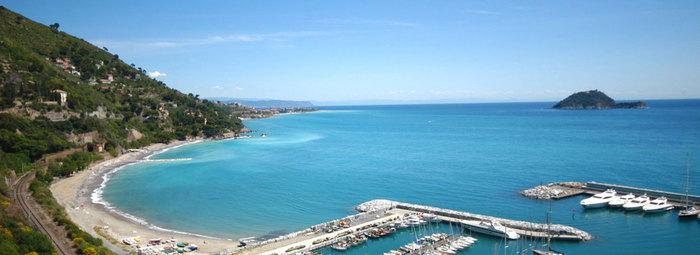 Sulla Riviera di Ponente, a 350 metri dal mare