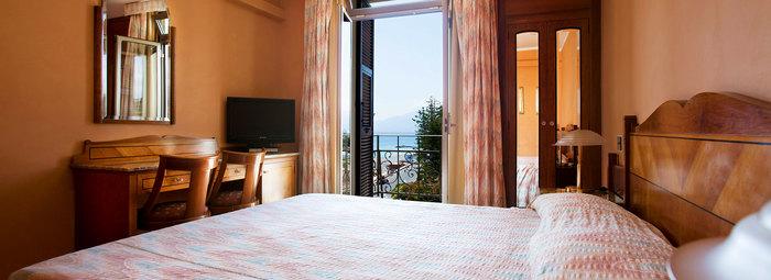 Fronte mare, nella Riviera dei Fiori