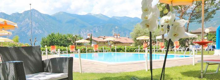 Accogliente hotel tra lago e montagna