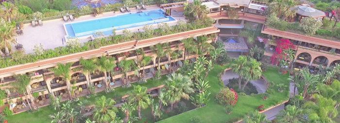 Elegante e confortevole, con piscina di 1600 mq
