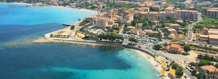 In posizione ideale a Isola Rossa in Corsica